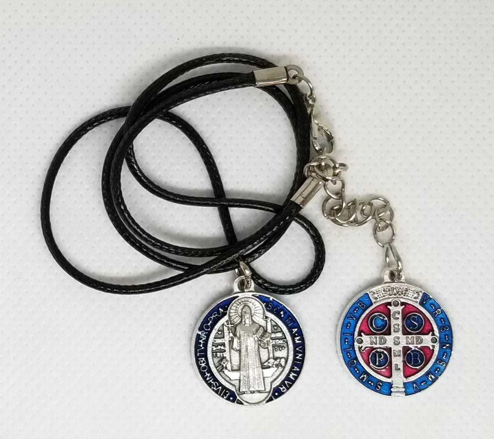 1cb008cd41a Medalla esmaltada de San Benito con collar de cuero
